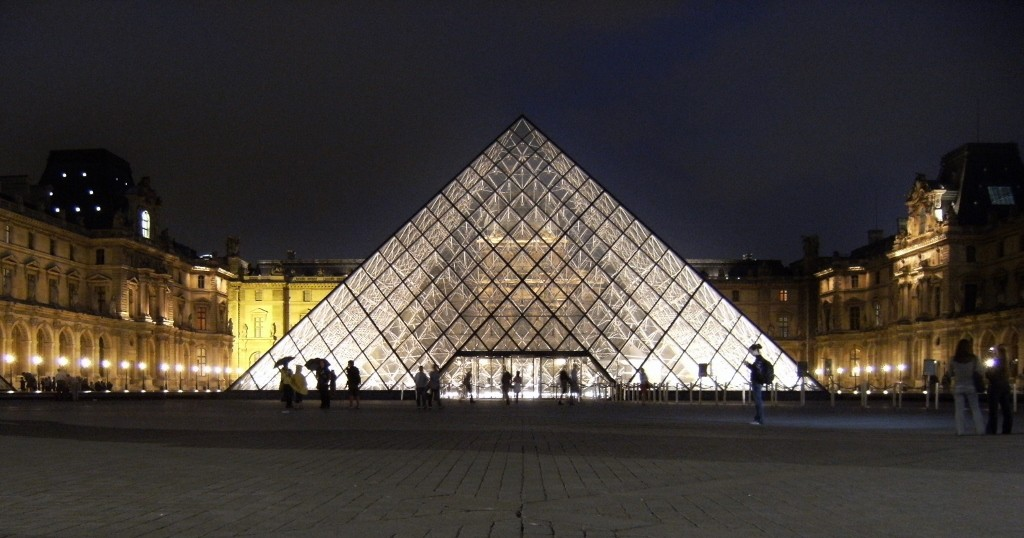 France - Paris - Louvre Pyramid Night - 1 (1024x538)