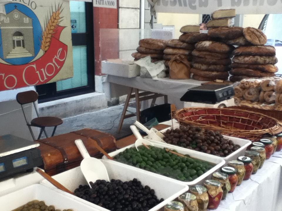 Italy - Colle di Val dElsa - Market - 2