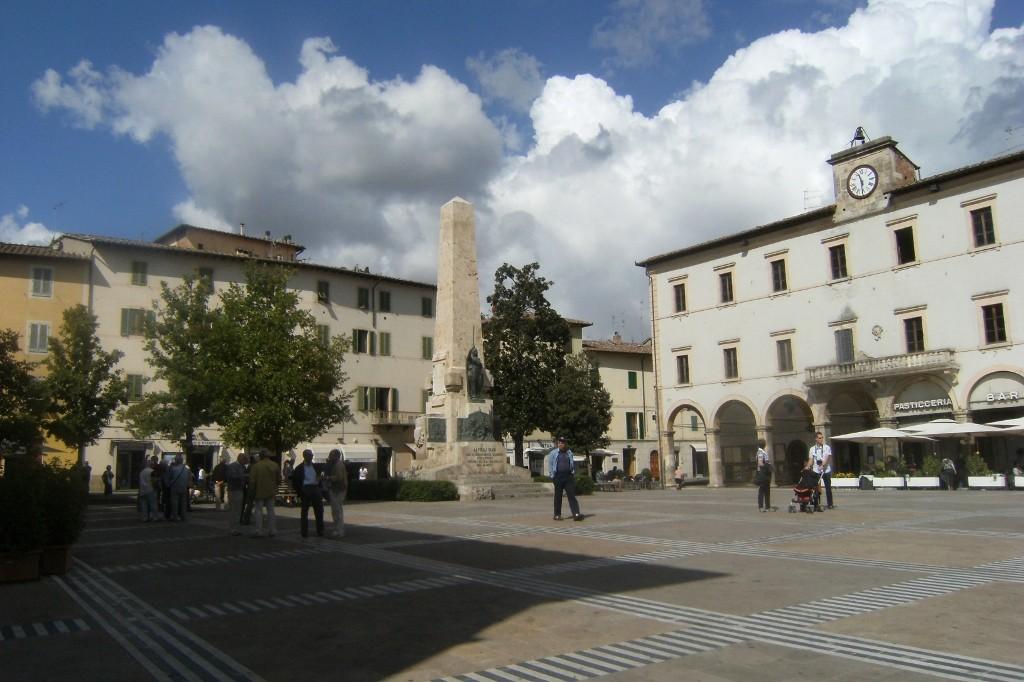 Italy - Colle di val dElsa - Piazza Arnolfo - 1 (1024x682)