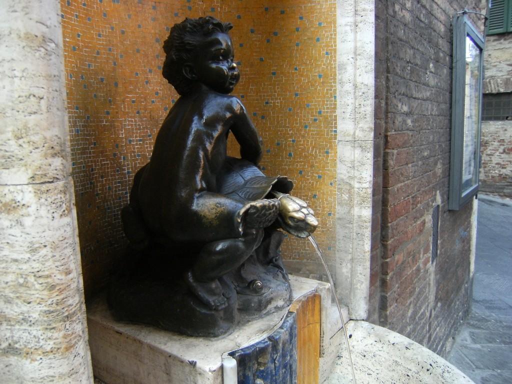 Italy - Siena - Tartuca Fountain (1024x768)