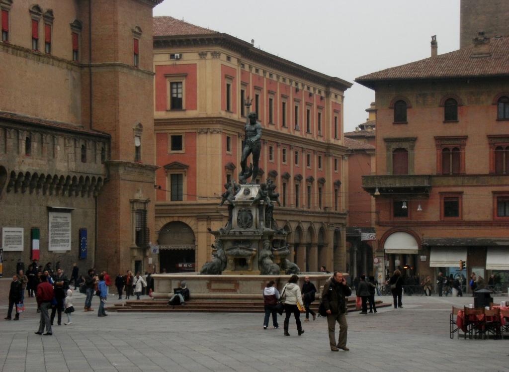 Italy - Bologna - Fontana del Nettuno - 2 (1024x748)