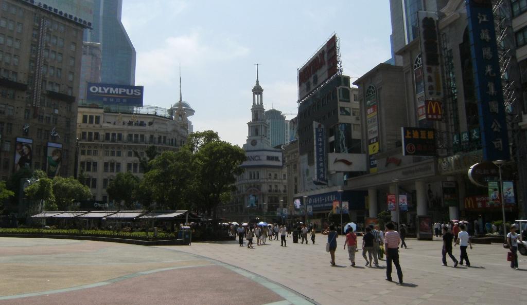 China - Shanghai -  Nanjing Rd - 3 (1024x594) (2)